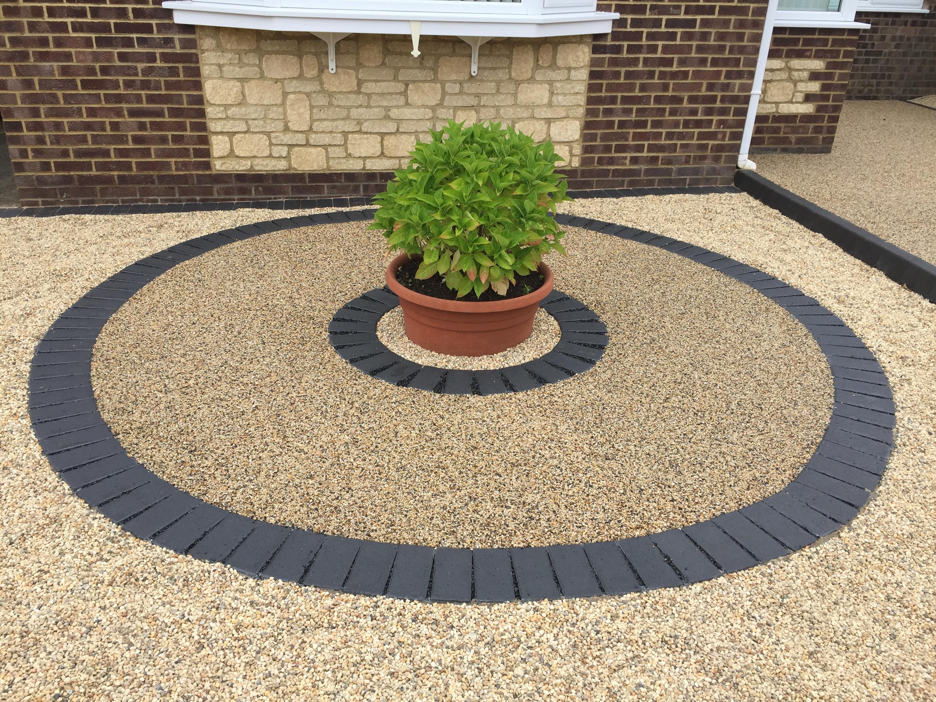 Decorative Circle in Resin and Blocks