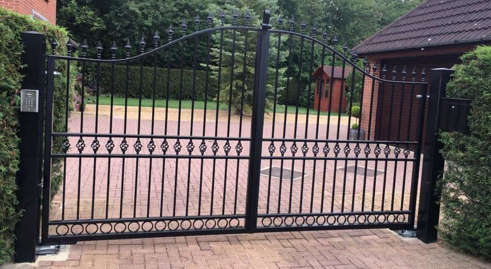 Metal Driveway Gates, Railings and Starcase Fabricators and Installers