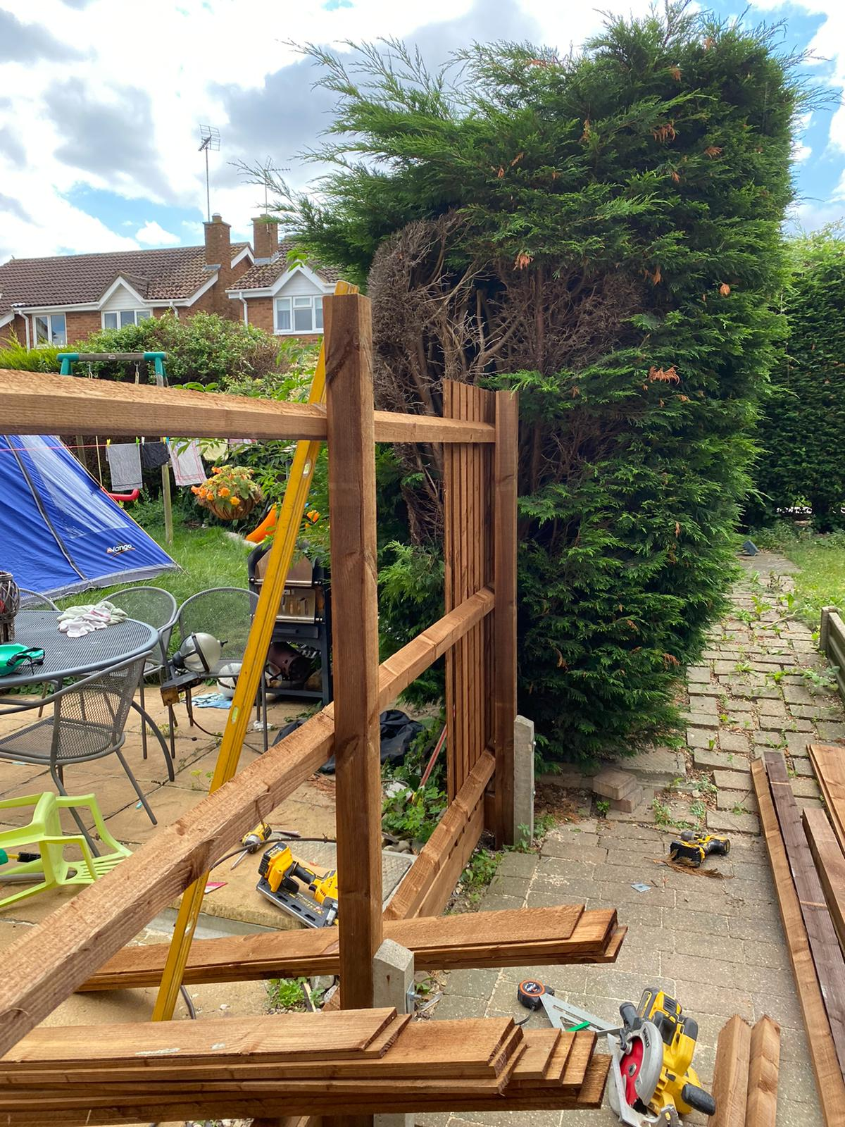 Featheredge Fencing being installed in Gunthorpe